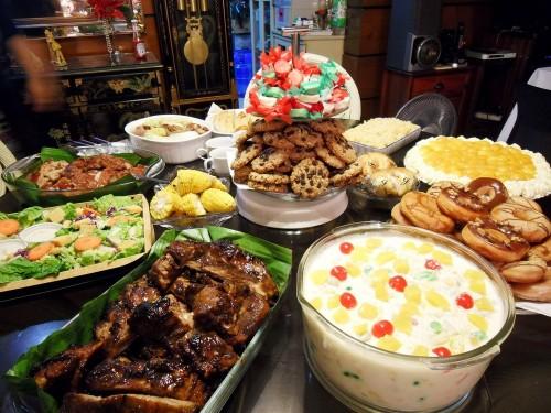 Филиппины-новогодний-стол
