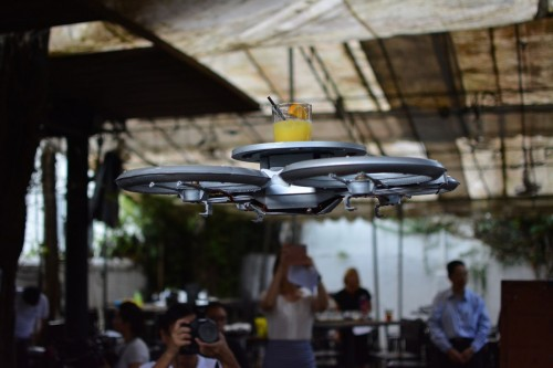 Дроны Infinium Robotics в ресторанах