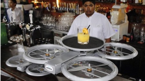 Летающие роботы уже вытесняют людей из ресторанов