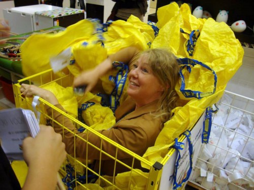 игра в прятки в магазинах IKEA