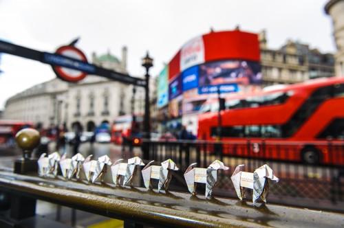 Оригинальные собачки на улицах Лондона