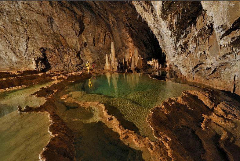 Загадочный подземный мир пещеры Лечугия