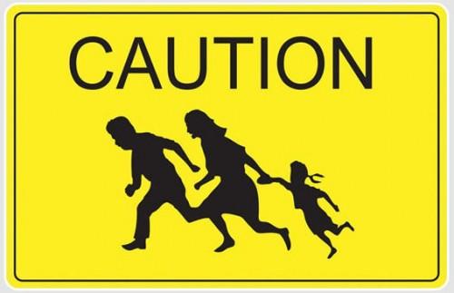 Забавный дорожный знак - мигранты