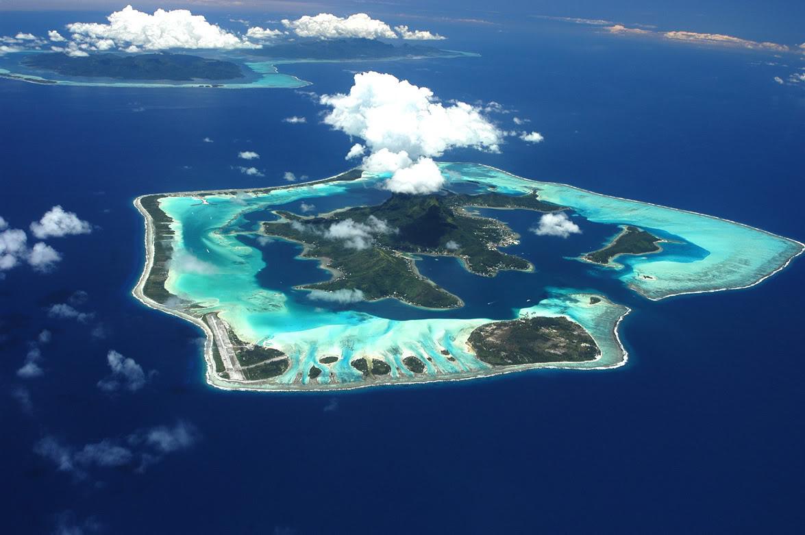 остров Бора-Бора вид сверху