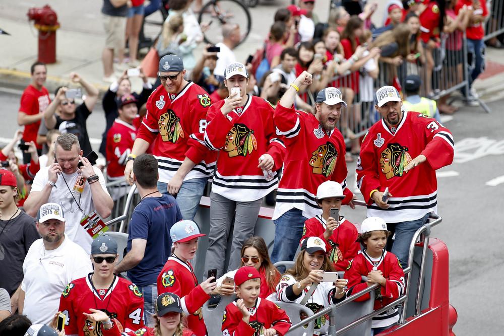 Чикаго радуется завоеванию шестого Кубка Стенли