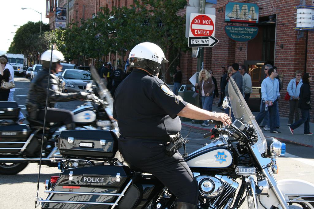 Тучные полицейские в ГАИ США