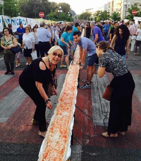 Самая длинная пицца теперь 1229 метров
