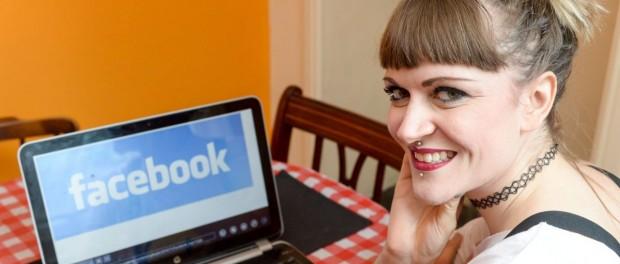 Поменять фамилию ради доступа в Фейсбук