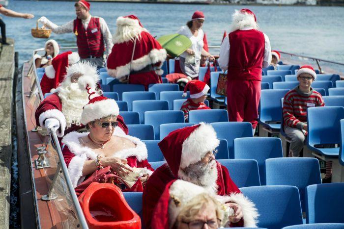 Яркие Санта-Клаусы в Дании