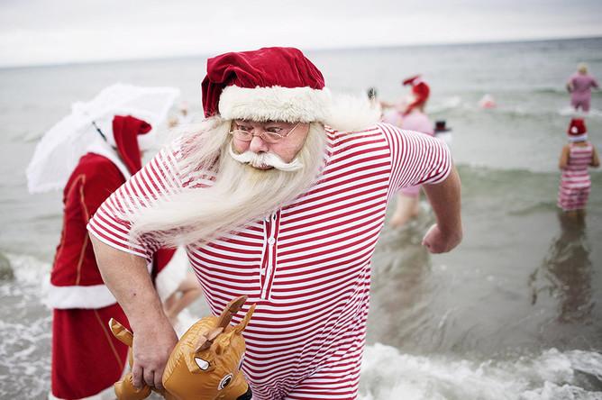 веселые Санта-Клаусы на конгрессе в Дании