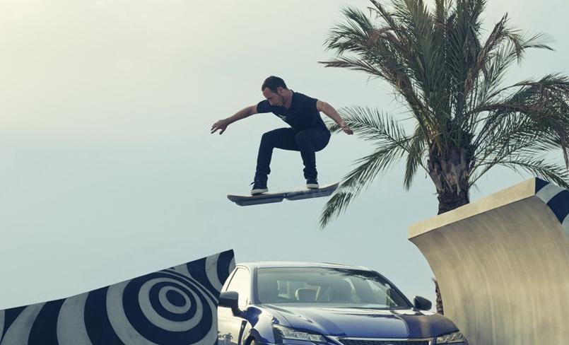 """скейт по типу в """"Назад в будущее""""от Lexus Hoverboard"""