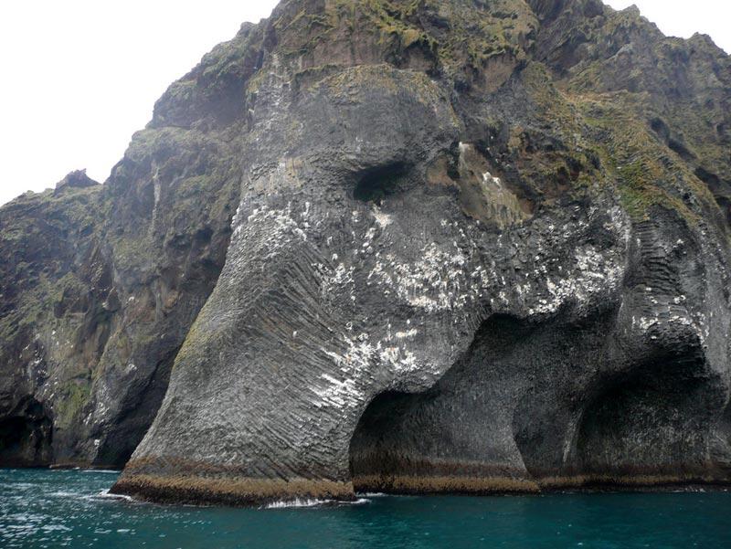 Скала-слон в Исландии