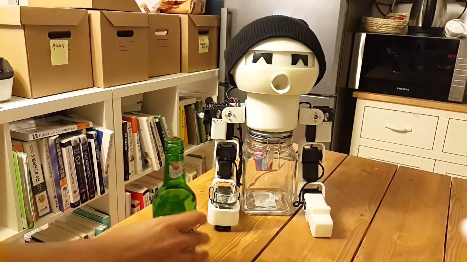 Одинокий кореец создал робота-собутыльника