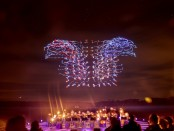 красочное шоу 100 дронов