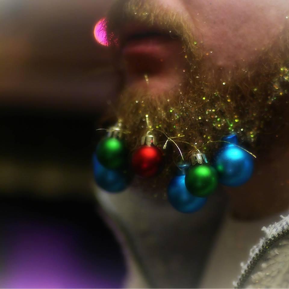 Новогодняя бородатая елка