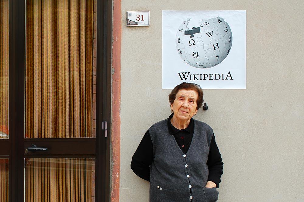 Бабушка-соседка аналог всезнайки. Версия Web 0.0.