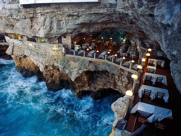 всохитительная романтика в ресторане в гроте