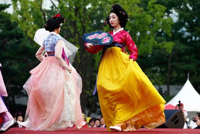 В Ханбоке прошел фестиваль традиционной корейской одежды