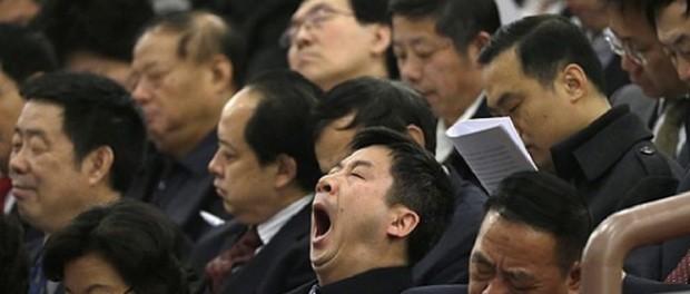 Китайских бюрократов наказали за спячку во время заседания по борьбе с ленью