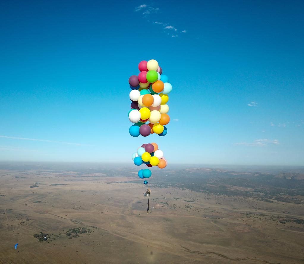 В ЮАР люди совершают полеты на обычных шарах с гелием. Foto: Reuters