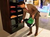 сортирующий одежду шкаф