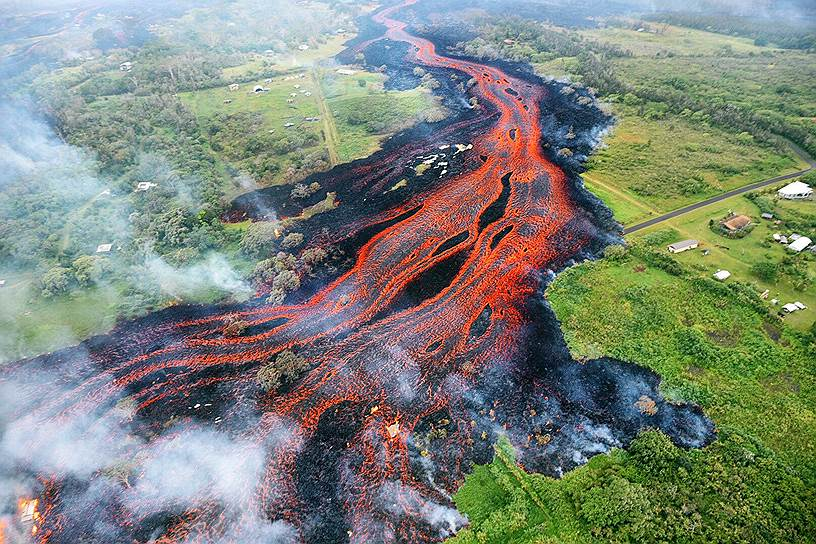 Красочная река - извержение вулкана на Гавайях
