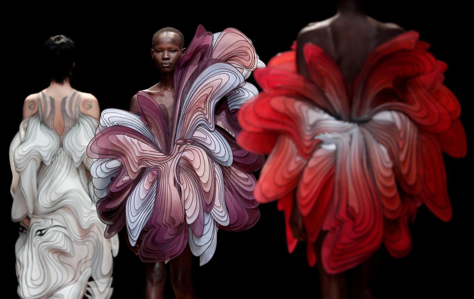Необычные наряды от модельера Ириса ван Херпена