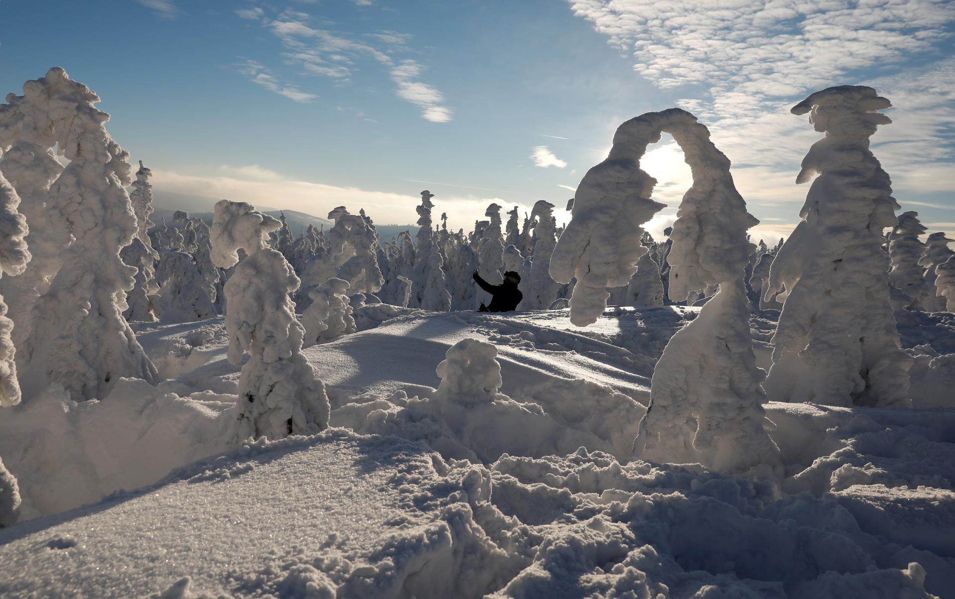 Снежная армия на польском горном курорте Щирк