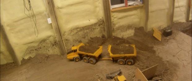 Канадец полтора десятка лет копает подвал игрушками