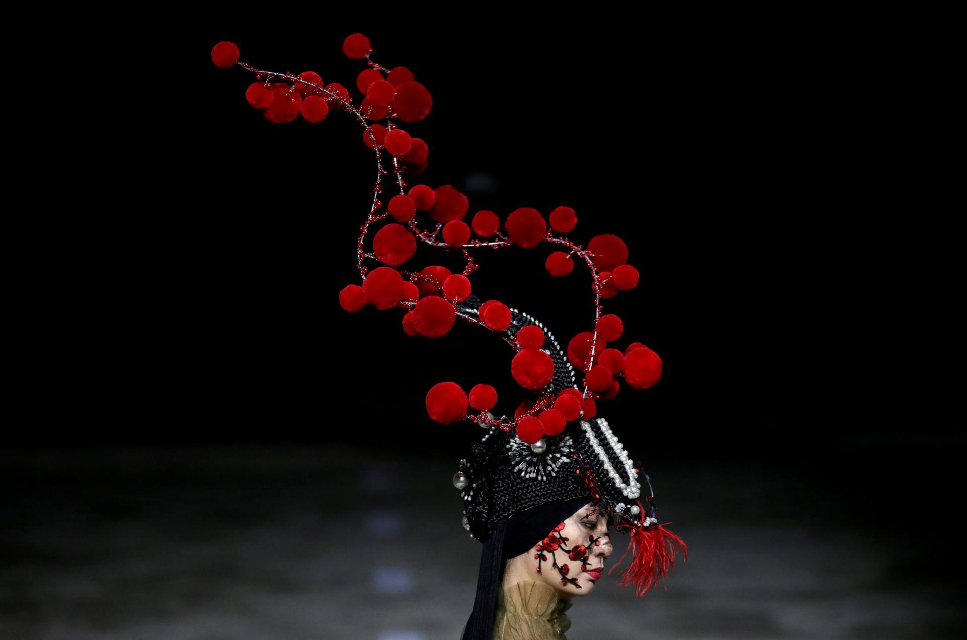 Показ мод от Ху Шегуанга на Beijing Fashion Week