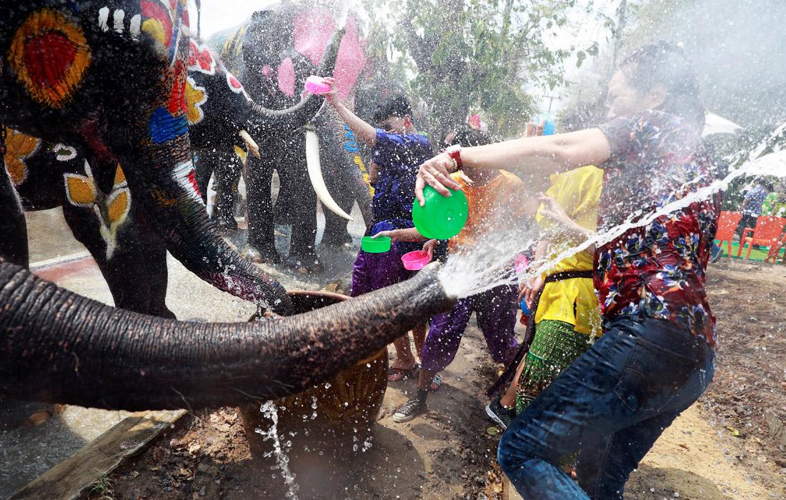 Тайский новый год начался с обливаний