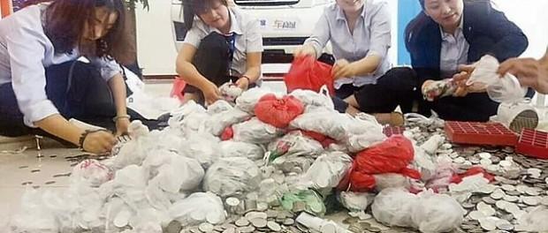 Китаянка обменяла 66 мешков мелочи на новенькое авто