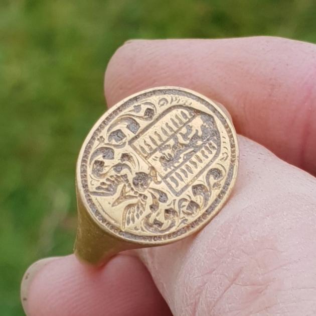 британка нашла старинное золотое кольцо