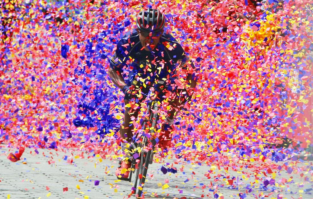 Красочная победа велосипедиста Хосе Канасту на финише этапа велогонки в Гватемале
