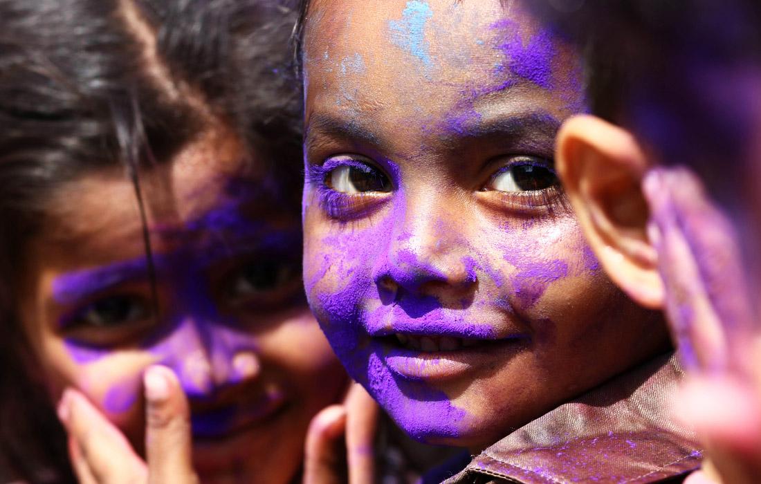 Фестиваль красок прошел в Азии