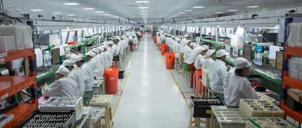 Роботы начинают отнимать работу на производстве у людей