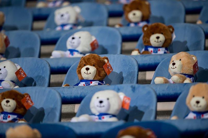 15 000 плюшевых мишек на матче чемпионата Голландии в поддержку больных раком детей