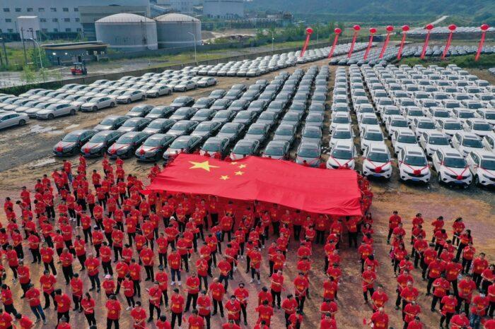 китайці подарили всем своим работникам автомобили