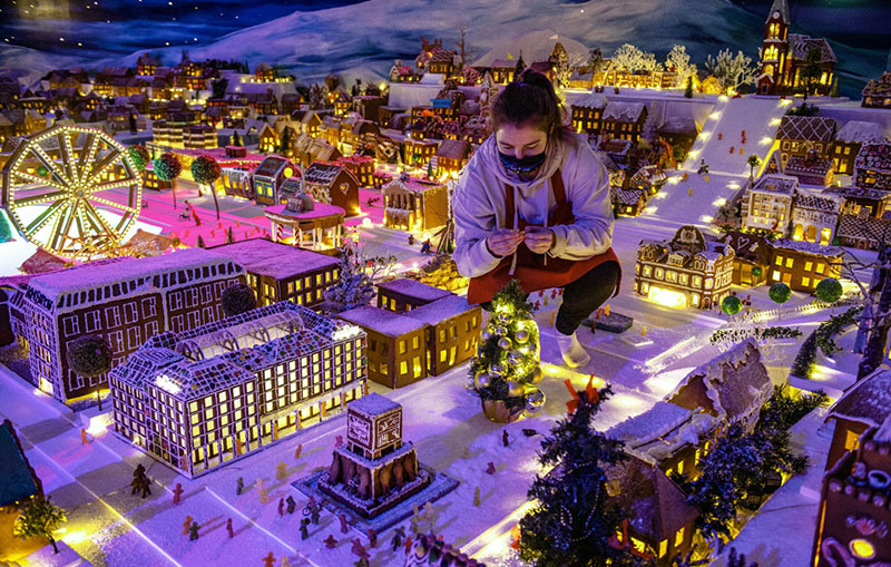 Жители Бергена представили традиционный пряничный городок