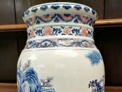 blue and white Qianlong lantern vase0