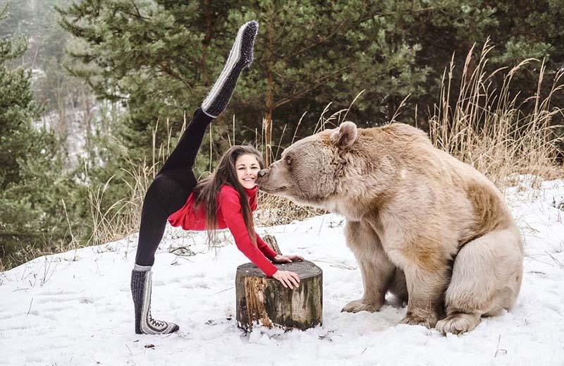 Зарядка для хвоста - гимнастка Стефани Миллингер с медведем по имени Стефан