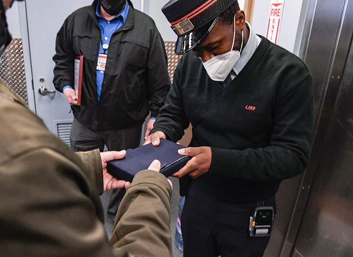 LIRR conductor returns $107K worth of engagement rings4