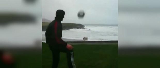 Ирландцы показали как играть в футбольный бумеранг