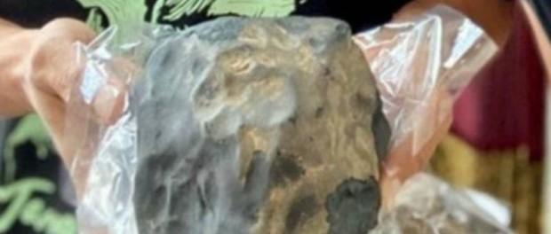 Индонезийскому гробовщику миллион в руки упал с неба