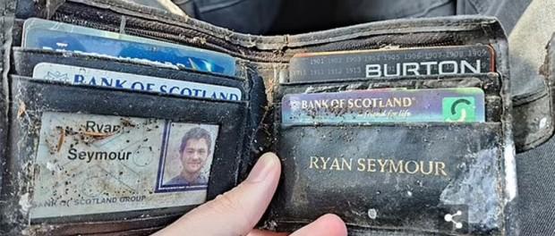 Шотландцу вернули утерянный бумажник спустя 20 лет