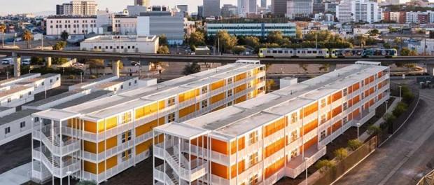Американцы сделали из транспортных контейнеров комфортабельное жилье